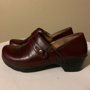 Dansko Solstice Cordovon button leather clogs S 38